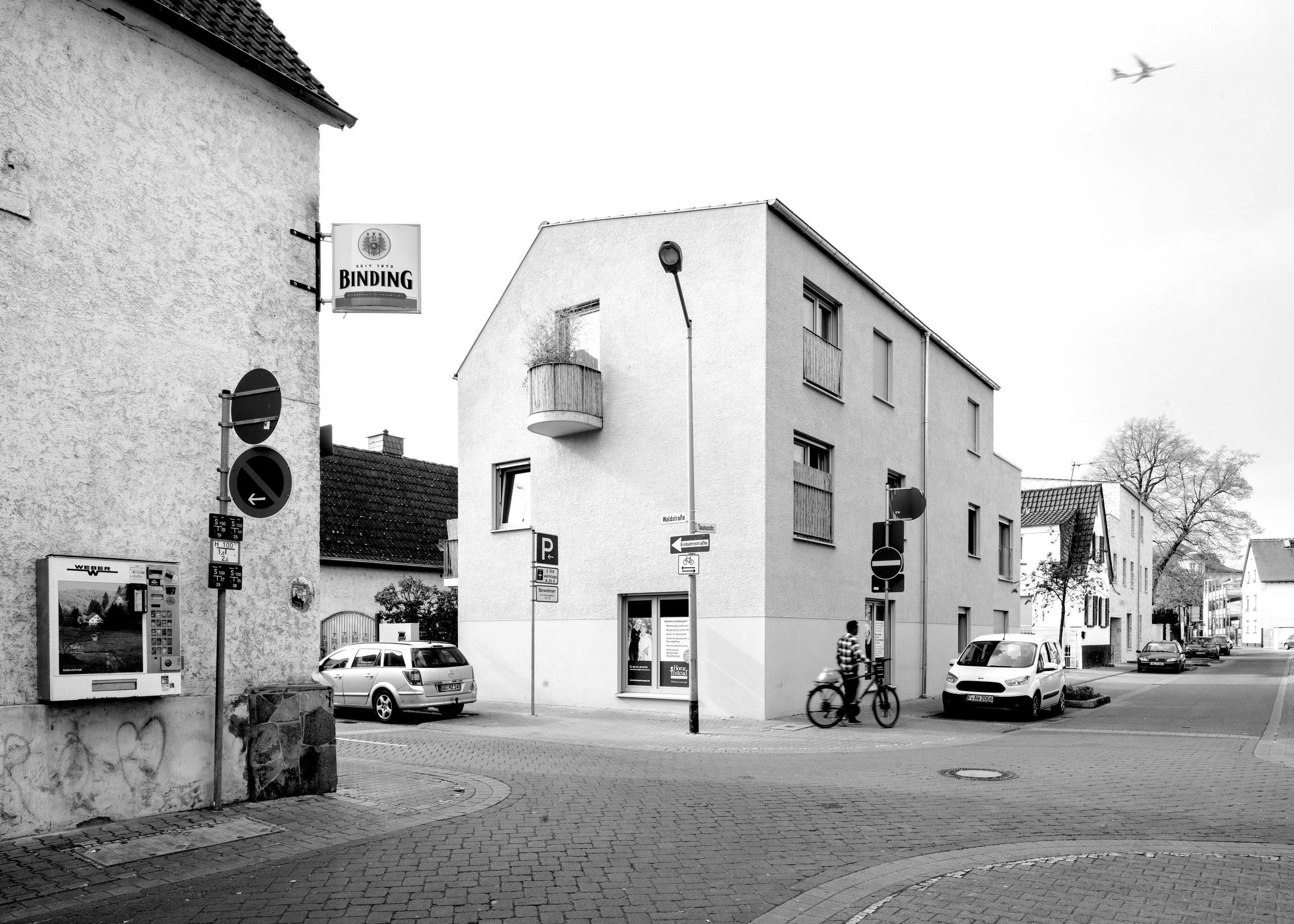 Straßenecke in einer Kleinstadt